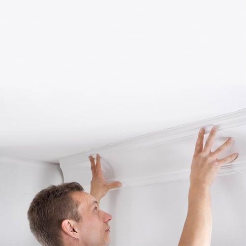 Корнизи - залепване за тавана