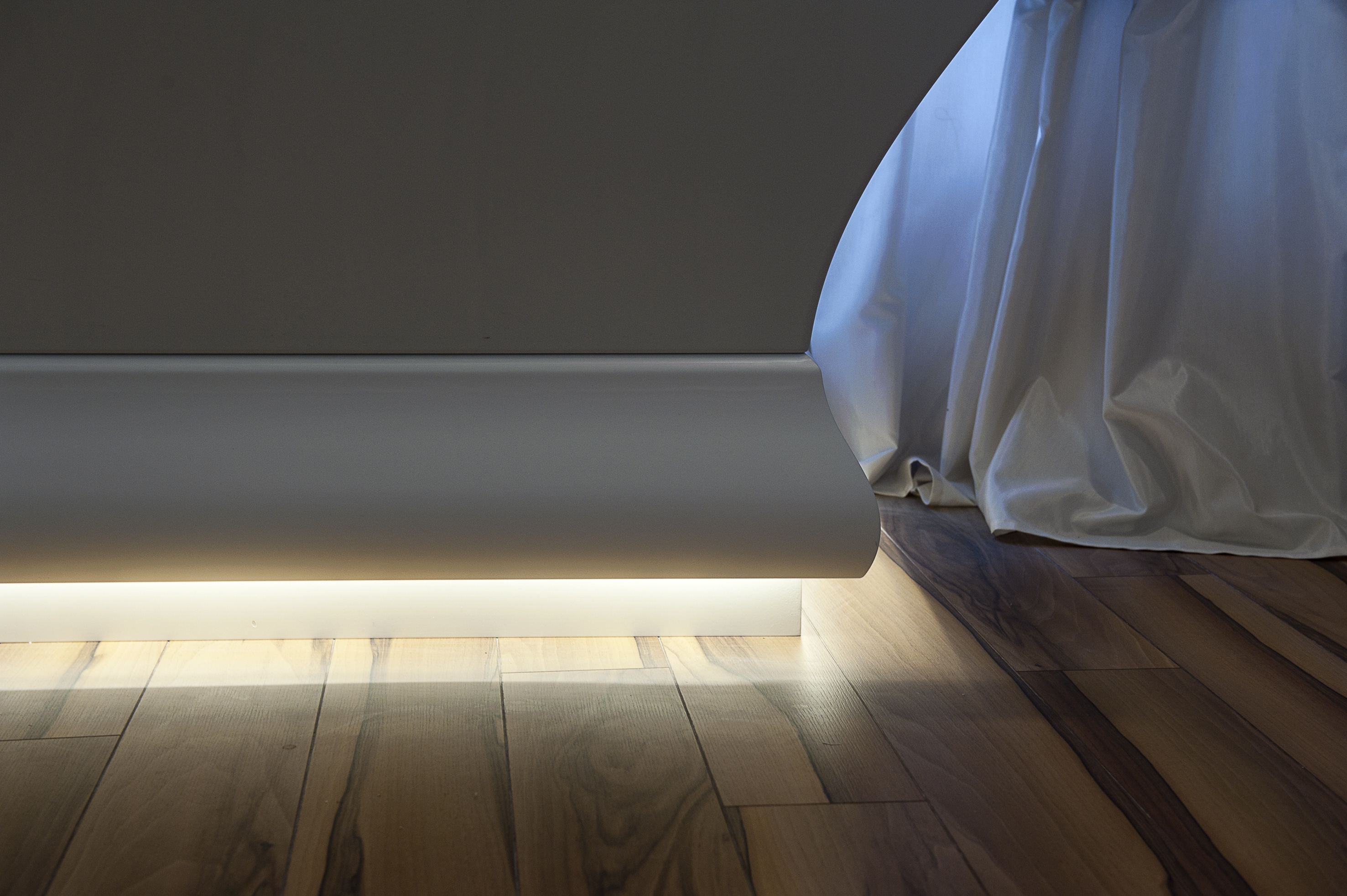 Скрито осветление в баня C371 Orac Decor 3