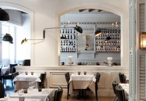 Classic style in La Ramla restaurant with wall profiles 3