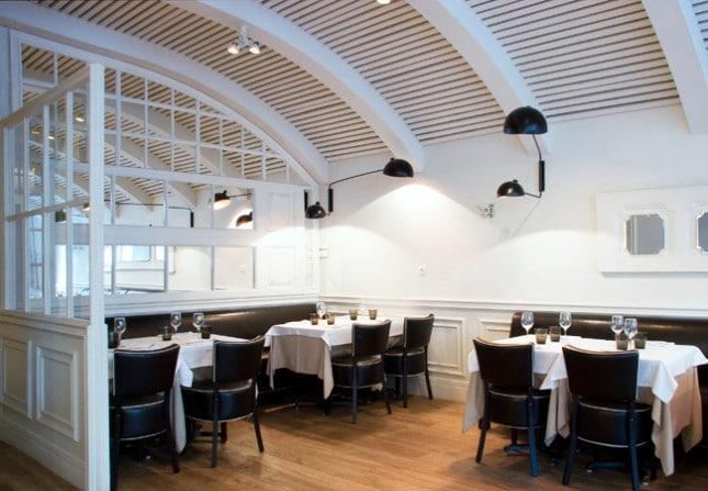 Класически стил в ресторант La Rambla с профили за стени 4