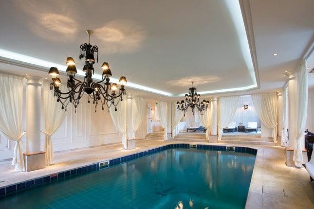Приказен хотелски интериор в замък Шато 3