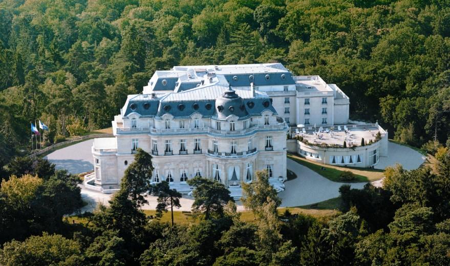 Приказен хотелски интериор в замък Шато