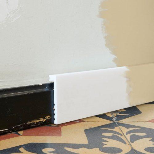 Перваз за скриване на цокъл SX171 на стена